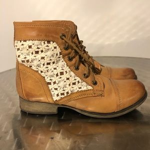 "Steve Madden ""THUNDR-C"" boots with Lace detail."